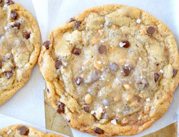 chewy-salted-toffee-chocolate-chip-cookies-1-700x971