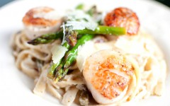 lemon+garlic+fettuccine+with+leeks+asparagus++scallops++kitchen+lush