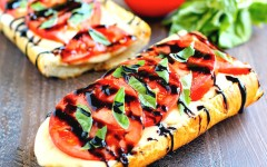 toasted-caprese-garlic-bread-4