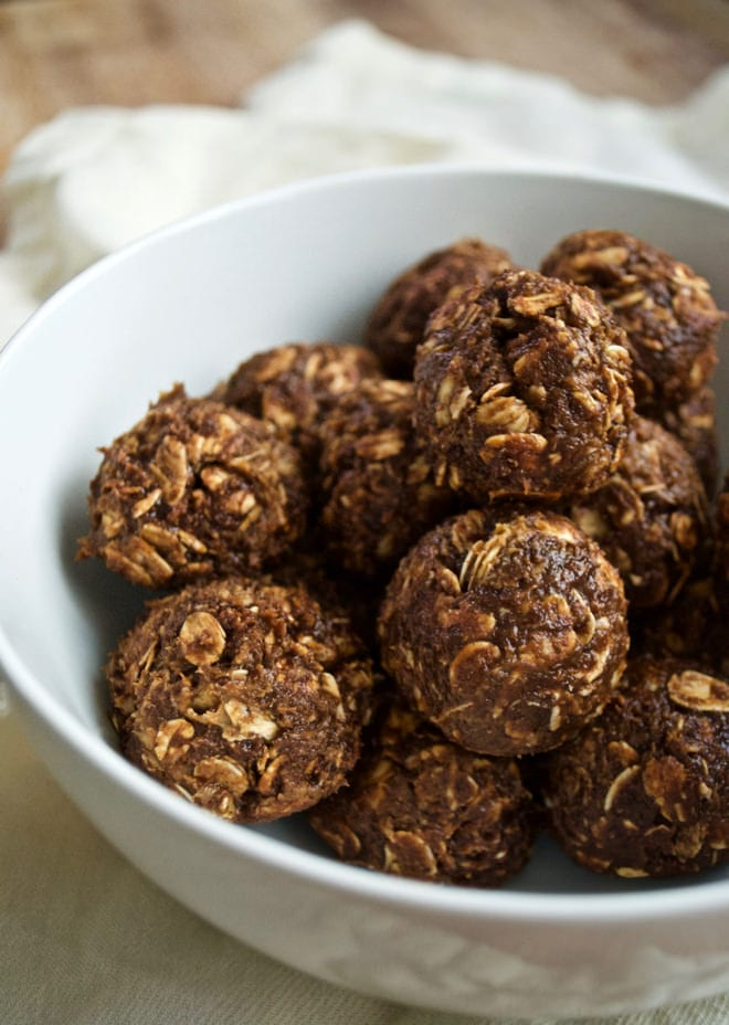Cocoa Peanut Butter Energy Balls - 6 ingredients, no-bake energy balls that are filled with protein. Perfect for a healthy snack.