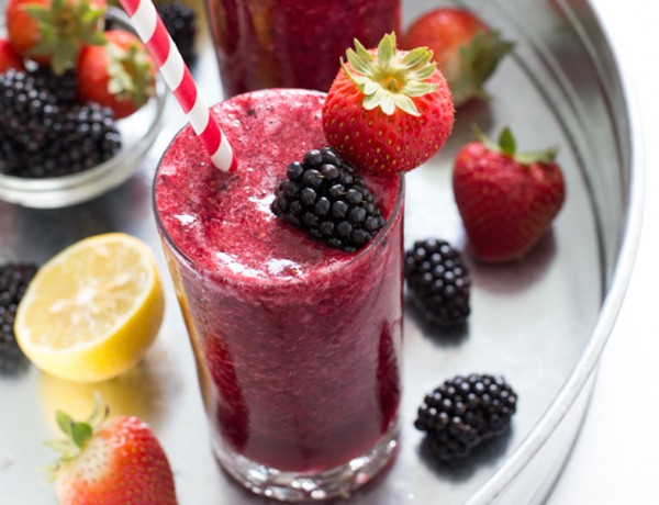 Easy-Frozen-Mixed-Berry-Lemonade
