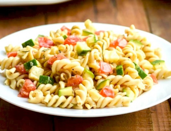 End-of-Summer-Pasta-Salad-with-Tomato-Mozzarella-and-Zucchini2
