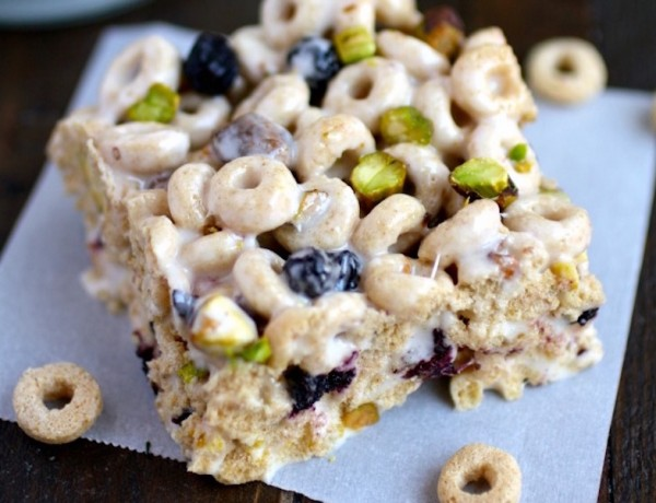 single-blueberry-pistachio-marshmallow-cereal-bars