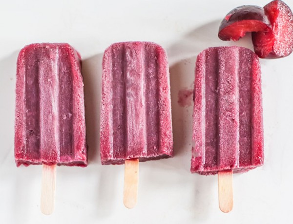 wine-popsicles-with-plum