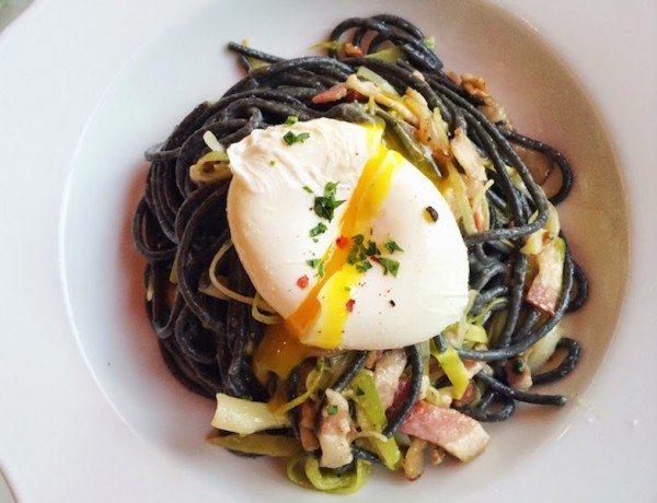 Spaghetti-Neri-alla-Carbonara