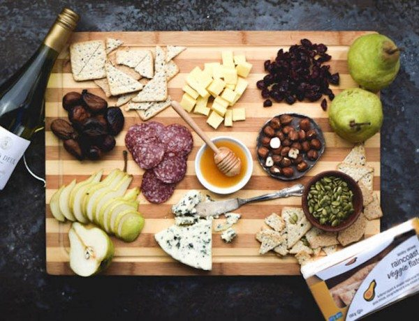 Building-a-Perfect-Holiday-Appetizer-Winter-Cheese-Board-Inspiration-2