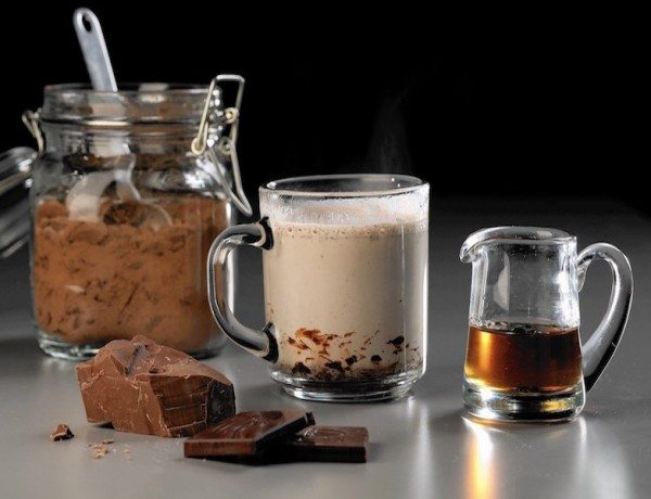sc-food-1218-drink-hot-chocolate-boozy-20151215