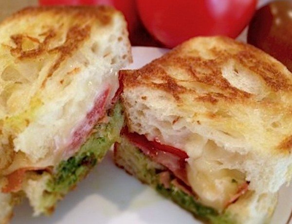 Pesto-Grilled-Cheese