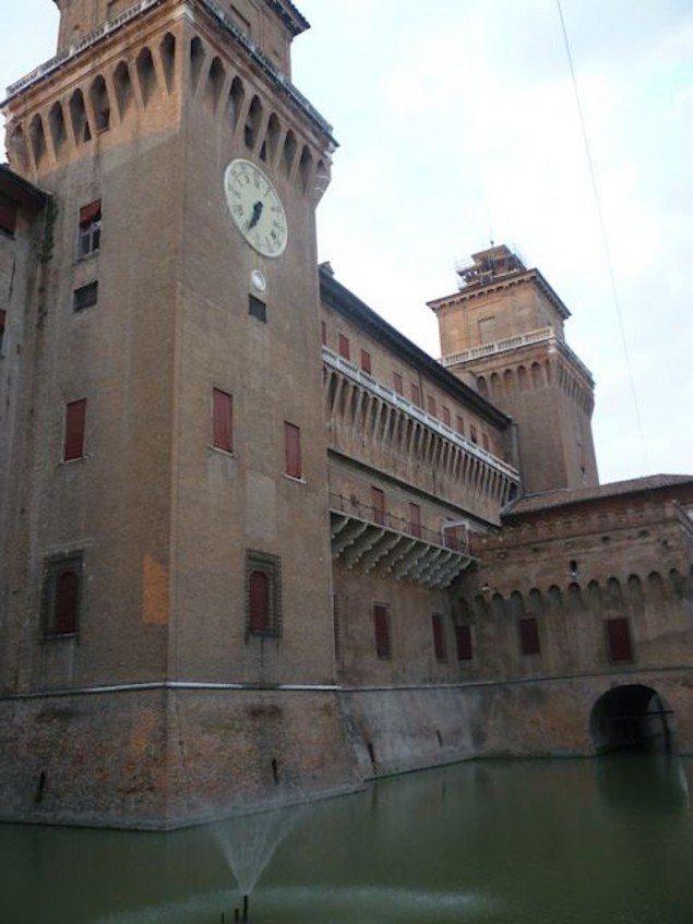 castello-estense-ferrara-bike-tours-italy