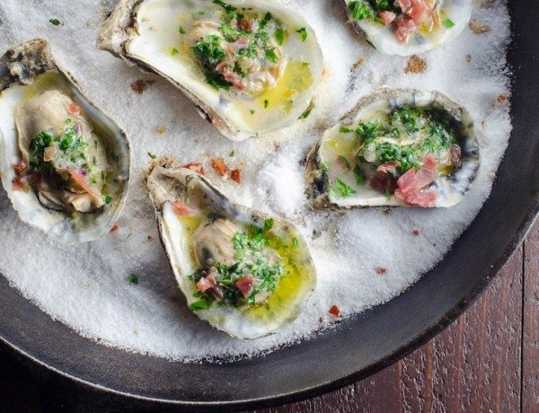 oysters-and-cavit-pinot-grigio-2(pp_w1600_h1060)