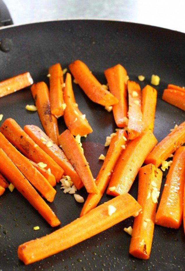 seared-chicken-sage-gravy-carrots-photo-698x1024