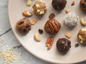 5-Ingredient-Raw-Energy-Bites-5-Ways-How-to-Make-Healthy-Cookie-Dough-8