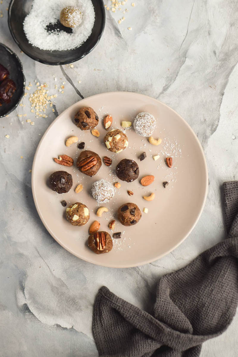 5-Ingredient-Raw-Energy-Bites-5-Ways-How-to-Make-Healthy-Cookie-Dough.