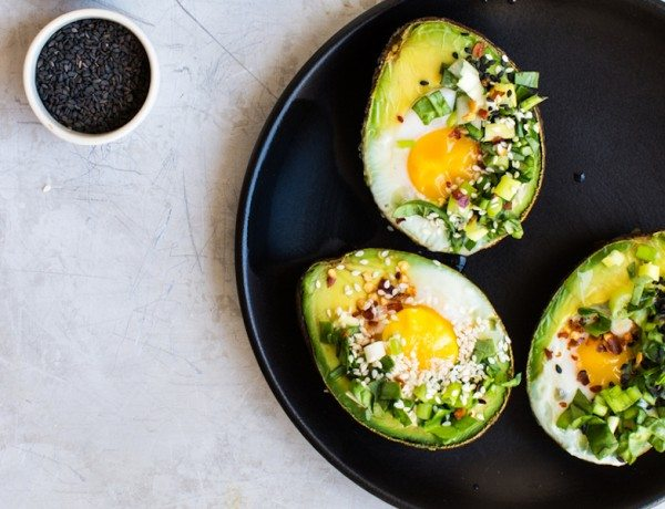 Avocado-Egg-Boats_www.8thandlake.com-FEATURED