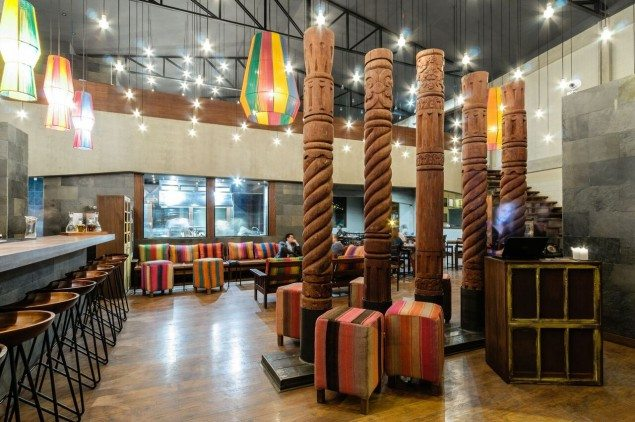 (The playful way of incorporating colors and patterns, instantly gives the restaurant the homely Bolivian feel. Photo: Luis Fernández)