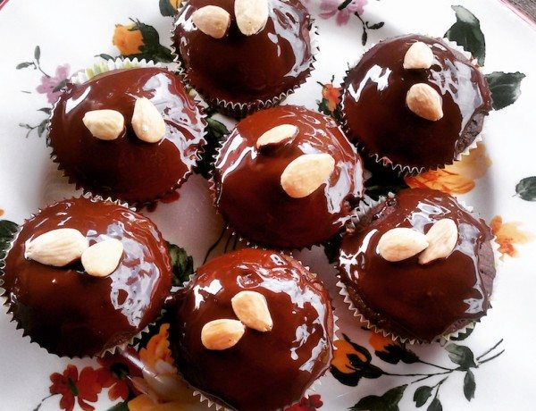 RICOTTA AND DARK CHOCOLATE SMALL CAKES