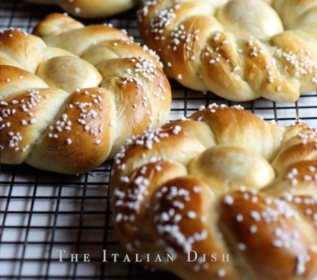 A Guide to Italian Easter Bread