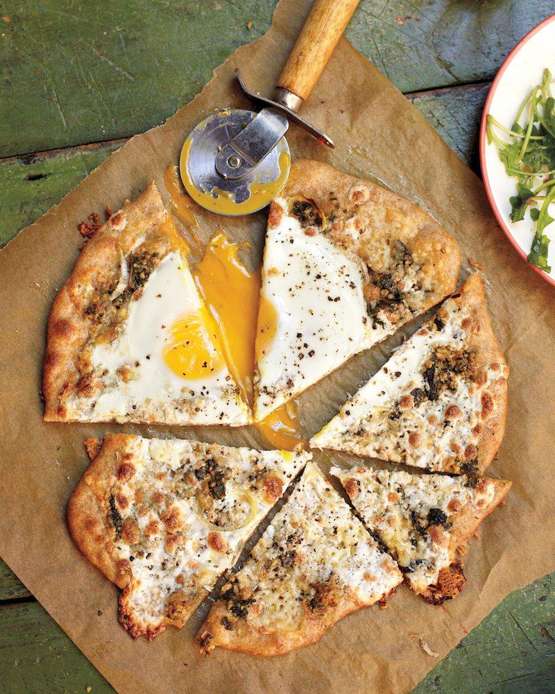egg-pizza-0911mbd107580_vert