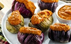 Hasselback-potatoes-with-romesco-4