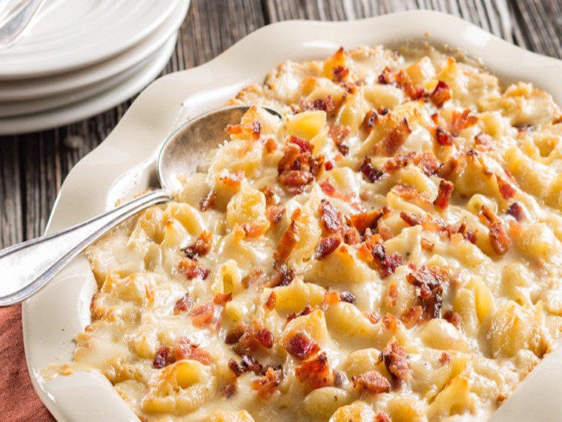 Mac-N-Cheese-with-Honey-Bacon-670x405-1489186002