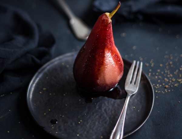Poached_pear_in_porto_wine_and_spices-3