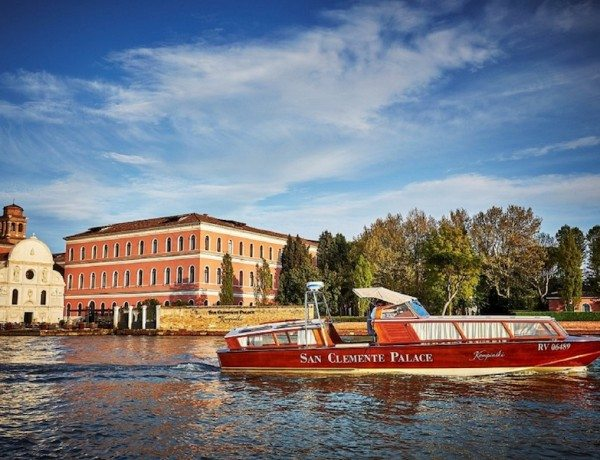 San-Clemente-Palace-Kempinski_San-Clemente-Church-and-Acquerello-Terrace_complimentary-boat-from-to-St-Marks-Square