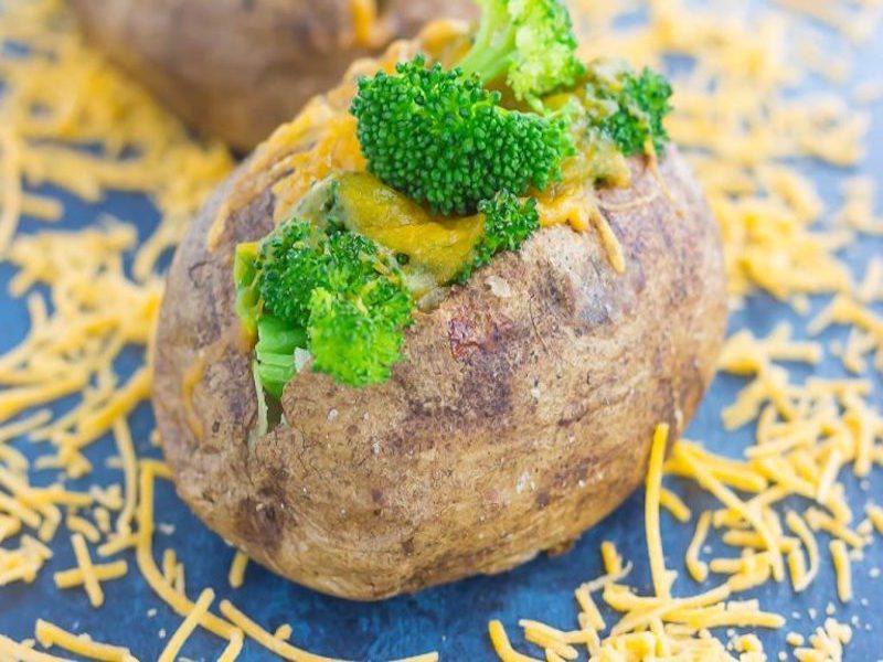 broccoli-cheddar-stuffed-baked-potatoes-4-768x512