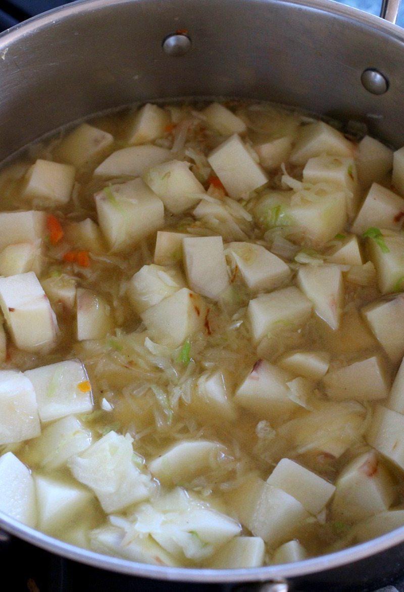 creamy-potato-and-corned-beef-chowder-pot-photo