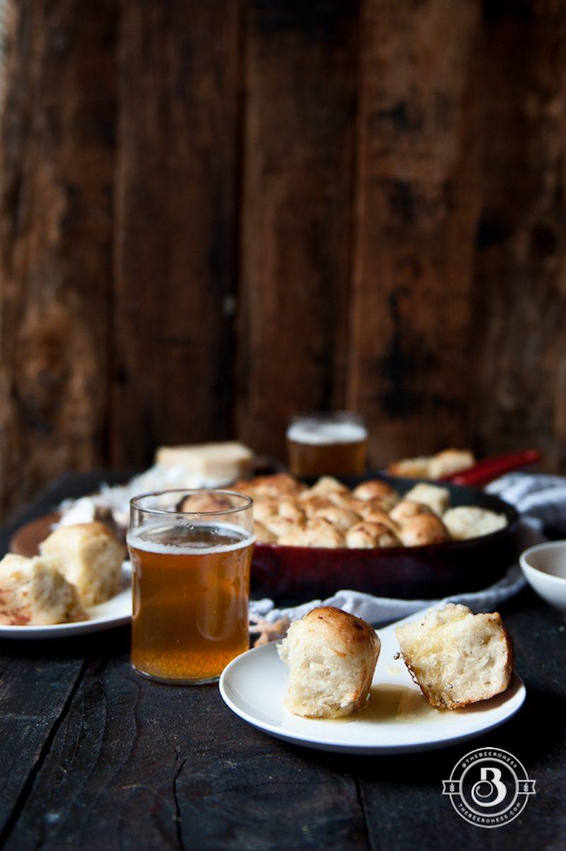 garlic-parmesan-hefeweizen-pull-apart-bread-3