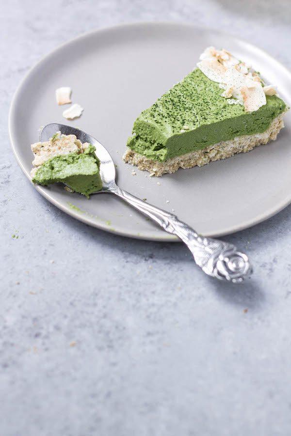 Vegan: No-Bake Matcha Coconut Cream Pie