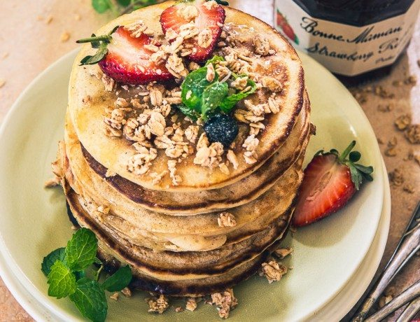 Strawberry-Granola-Pancakes-2