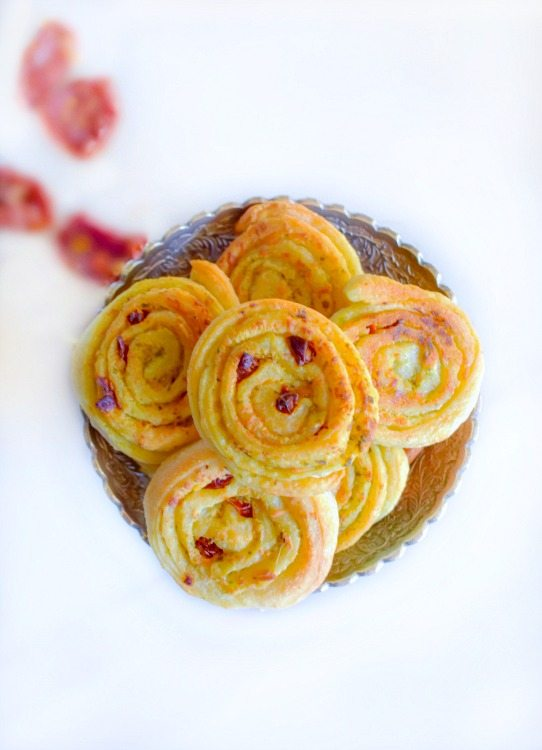 National Pinot Grigio Day: Sun-Dried Tomato and Spinach Pesto Pinwheels