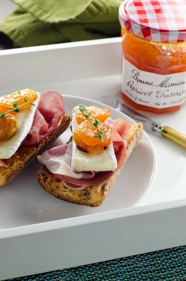 Prosciutto and Brie Apricot Toasts