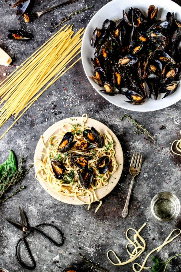 Garlic and Herb Mussels in Rosé Broth – Honest Cooking