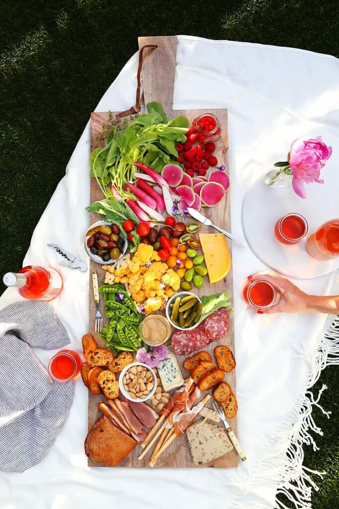 How to Host a Summer Rosé Party