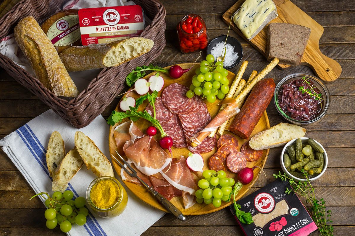 How to Make the Perfect Picnic Charcuterie Board