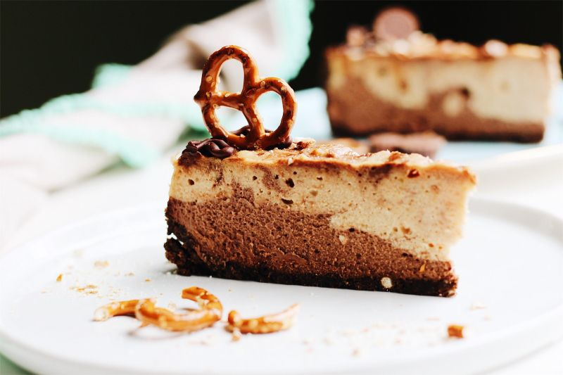 Peanut Butter Pretzel Cheesecake