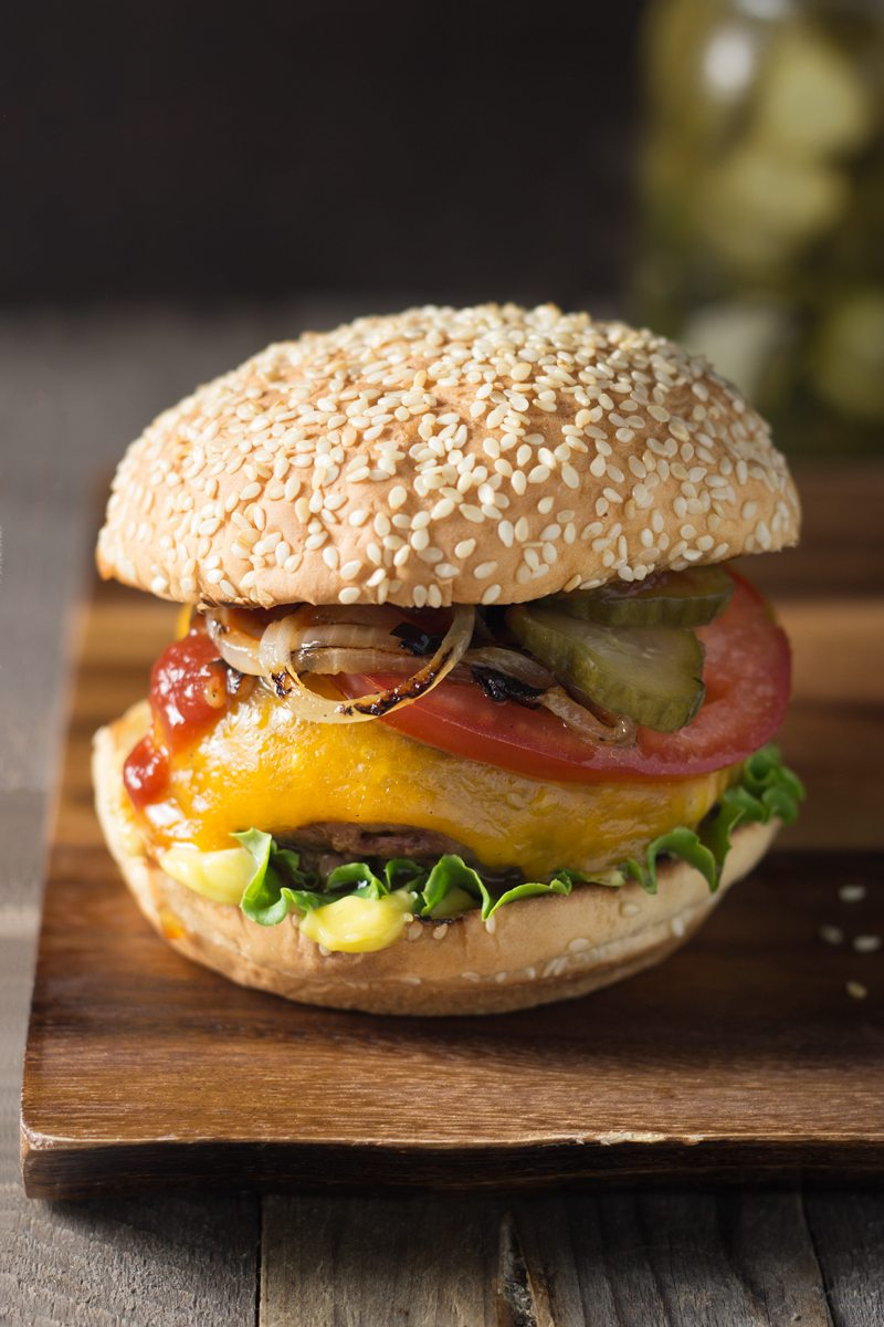 classic-cheeseburger-with-homemade-dill-pickles,-retouch-2