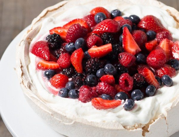 pavlova-with-mixed-berries-retouch-6