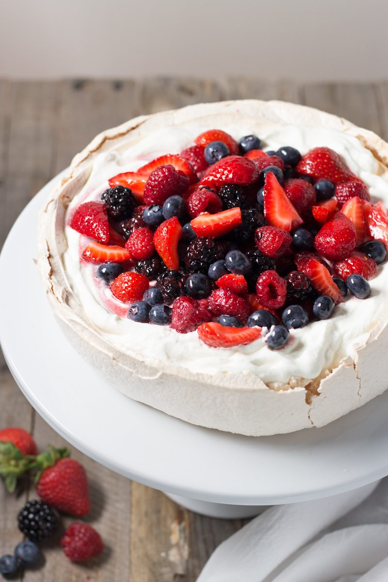 pavlova-with-mixed-berries,-retouch-6