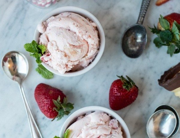 strawberry-balsamic-ice-cream1a
