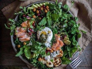 Kale-salad-with-smoked-salmon-spiced-chickpeas-chimichurri-tahini-yoghurt-04pg-1