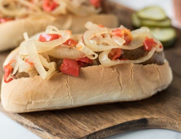 Slow-cooker-beer-bratwurst-with-onions-and-peppers-3