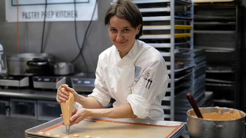 Laure Larrose in kitchen_credit Dinex
